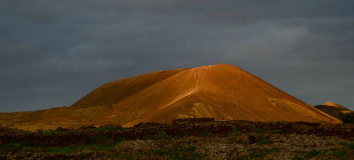 Excursión a pie Volcán Calderón Hondo | Macaronesia Fuerteventura