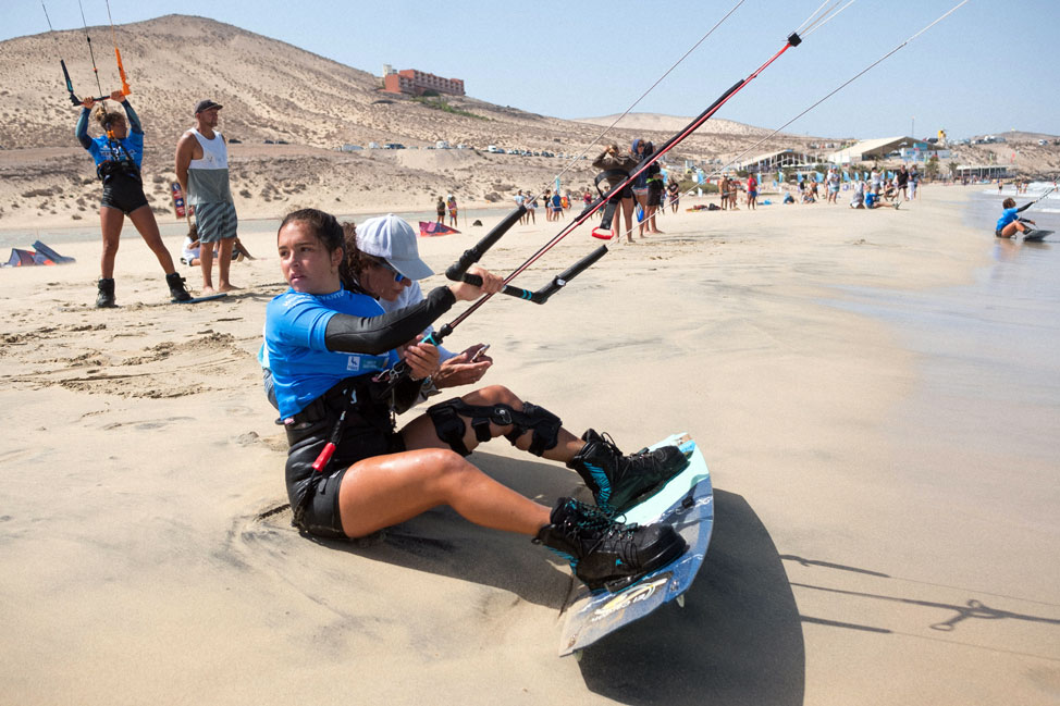Alexandra Torres The new kitesurf promise, astonishes the World Championship of Sotavento | Macaronesia Fuerteventura