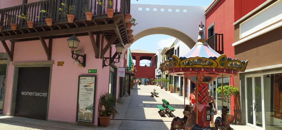 El centro comercial más bonito y animado de Canarias: El Campanario de Corralejo | Macaronesia Fuerteventura